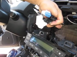 2009-2013 Toyota Prius radio installation step 7