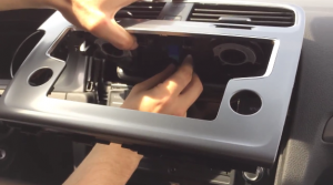 2015 VW Golf 7 radio installation step 3