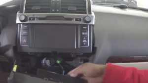 2014 Toyota PRADO Radio installation step 2