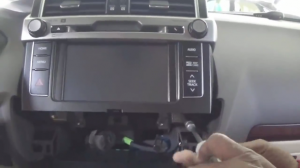 2014 Toyota PRADO Radio installation step 3