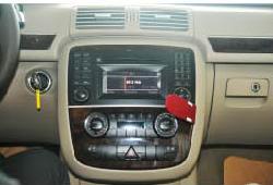2005-2012 Mercedes-Benz ML CLASS W164 W166 radio installation step 1
