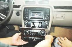 2005-2012 Mercedes-Benz ML CLASS W164 W166 radio installation step 2