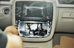 2005-2012 Mercedes-Benz ML CLASS W164 W166 radio installation step 3