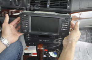 1996-2003 BMW 5 E39 car stereo installation step 4