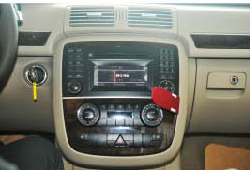 2006-2012 Mercedes-Benz R class W251 radio  installation step 1