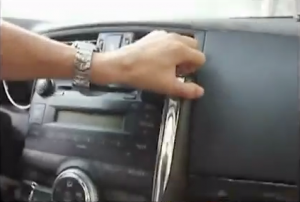 2010 Toyota REIZ Radio installation step 1