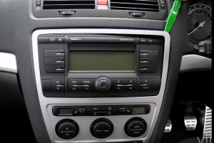 2014 2015 Skoda Octaiva head unit  installation step 1