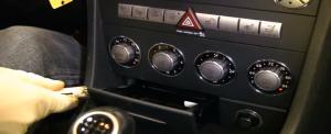 2004-2012 Mercedes-Benz SLK W171 R171 head unit installation step 1