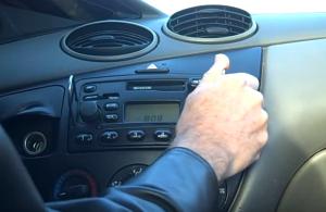2005 Ford Fiesta Form radio installation step 1