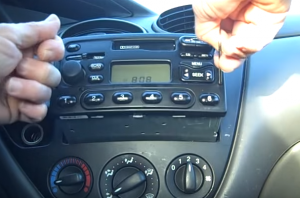 2005 Ford Fiesta Form radio installation step 2