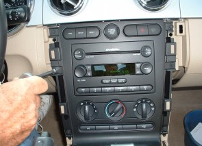 2006-2009 Ford Fusion 4-door Sedan head unit installation step 5