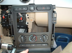 2006-2009 Ford Fusion 4-door Sedan head unit installation step 7