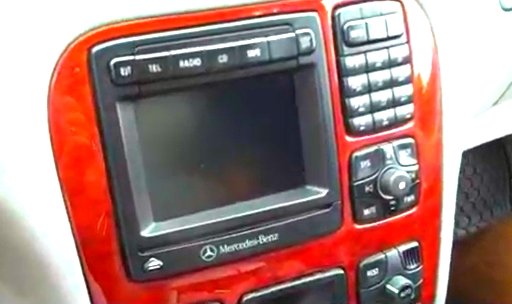 A professional guide for a 1998 2005 mercedes benz cl w215 for Mercedes benz car stereo