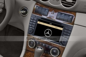 2004-2007 Mercedes Benz C Class W203 head unit after installation