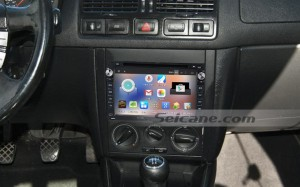 2004-2009 VW Volkswagen CHICO car radio after installation