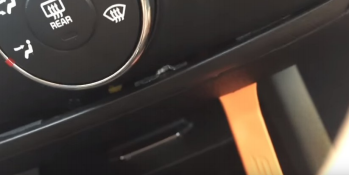 A clear installation guide for a 2013 kia forte left smart dvd gps pry the side panel with a lever and then remove it freerunsca Images