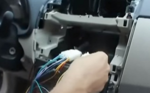 Socket docking with the original radio directly, instead of cutting the original plug off